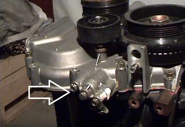 12 установка нижнего гидронатяжителя цепи.jpg